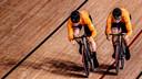 Harrie Lavreysen (l) en Jeffrey Hoogland.
