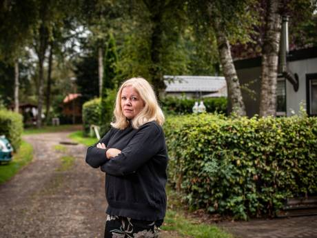 Manon en haar zoon vonden rust op camping bij Geesteren, maar moeten halsoverkop weg: 'We gaan vechten voor ons plekje'