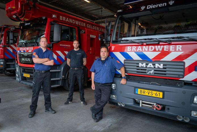 Peter Pasman, Arjan van Eck en Raymond Aleven (van links naar rechts) in de Dierense brandweerkazerne.