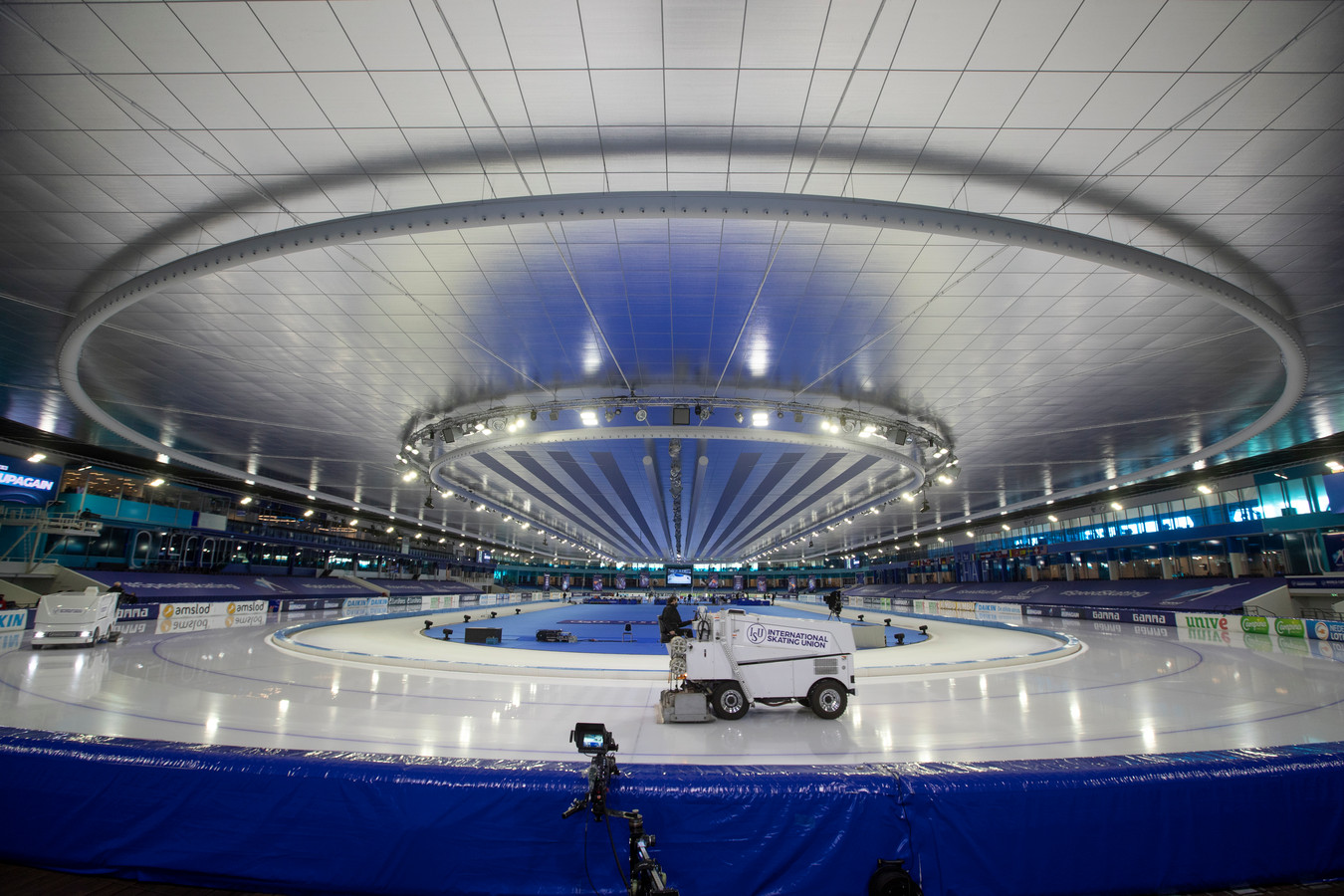 Het hele schaatsseizoen werd afgewerkt in een schaatsbubbel in Thialf.
