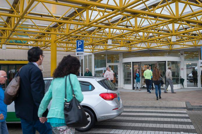 Ziekenhuis Rijnstate in Arnhem roept patiënten met serieuze klachten op om in tijden van corona doktersbezoek niet te vermijden, maar juist te gaan.