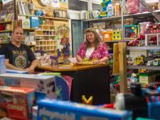 Niks te koop in de winkel van Ans en Charles: ze geven alles weg aan kinderen uit arme gezinnen