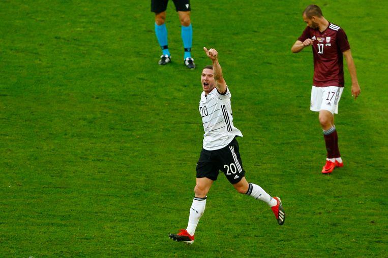 Gosens viert zijn 1-0 in het oefenduel met Letland. Beeld AFP