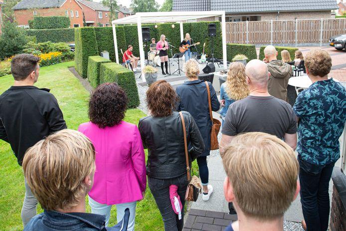 De jonge band Diverge speelt eigen nummers en covers tijdens Muziek in de Tuinen.