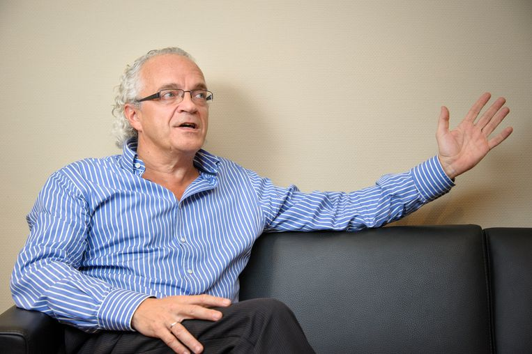 Marc Noppen van het UZ Brussel: 'Laat de complexiteit een oplossing niet in de weg staan, zodat deze crisis toch nog iets positiefs oplevert.' Beeld UZ Brussel
