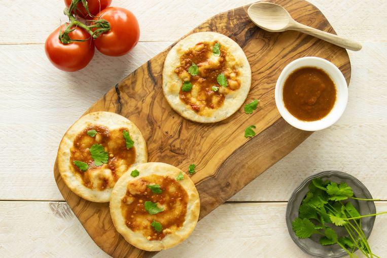 Knapperige tortilla met tomatensalsa. Beeld