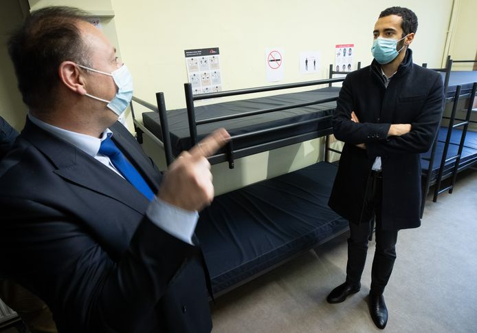 Sammy Mahdi in een coronaproof asielcentrum.