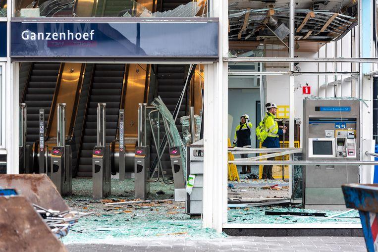 Maart 2019: schade bij het metrostation Ganzenhoef door een plofkraak.  Beeld ANP