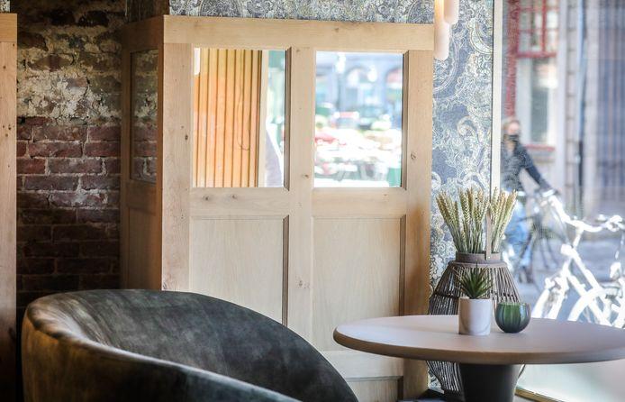 van kantwinkel tot trendy bubbelbar, Living is gelegen in de Philipstockstraat