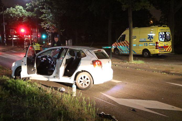 De auto met vier inzittenden, vloog een paar keer over de kop voordat het tot stilstand kwam bij de kruising tussen de Burgemeester Elsenlaan en Sir Winston Churchilllaan in Rijswijk.