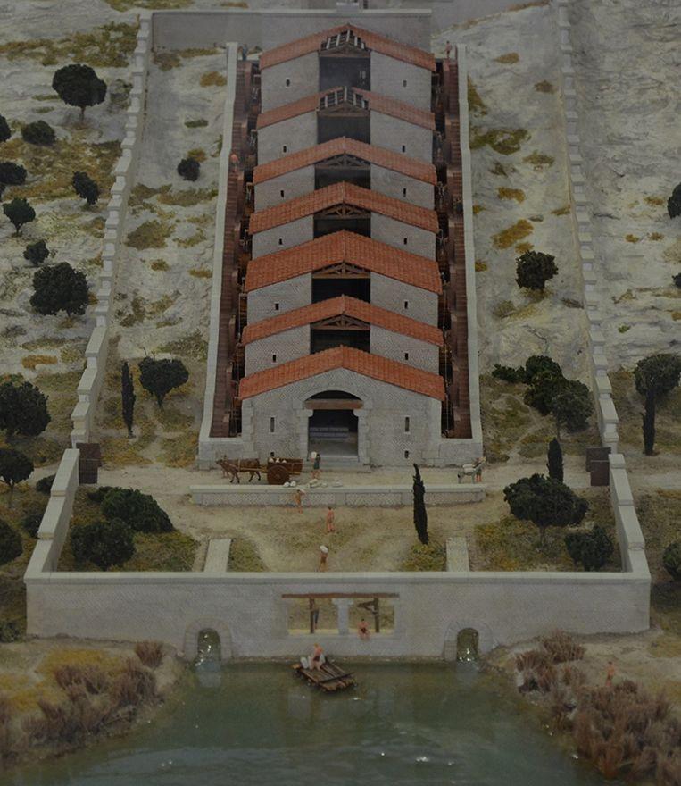 Een reconstructie van het watermolencomplex in het Musée de l'Arles antique. Beeld Wikimedia