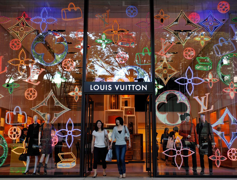 Een Louis Vuitton-vestiging, een van de merken van LVMH, in de Japanse hoofdstad Tokio.