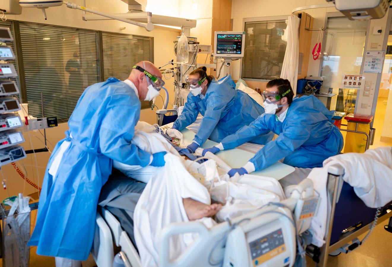 Ziekenhuizen merken mondjesmaat dat er minder patiënten binnenkomen.