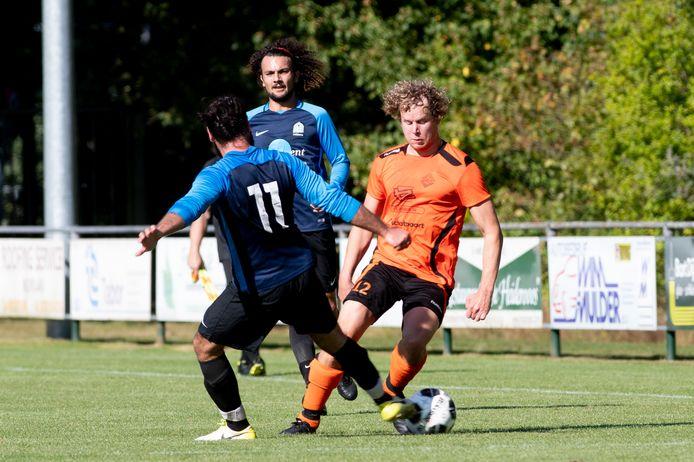 Jesper Holdijk maakte zaterdag zijn 200ste en 201ste doelpunt voor Eerbeekse Boys.