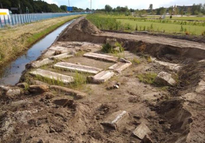 Op 250 meter van de eerste vindplaats troffen de archeologen vlakbij de A28 een tweede fundament, bijna identiek aan het eerste.