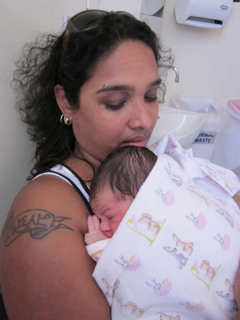 Rachel met haar nichtje Nadiah, 2011. Beeld Privé-archief