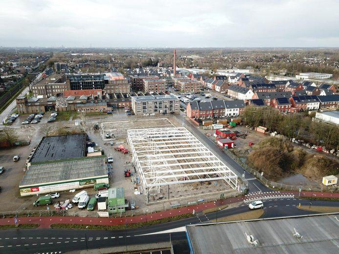 Naast het KVL-terrein is de nieuwbouw van Lidl en Boerenbond in volle gang