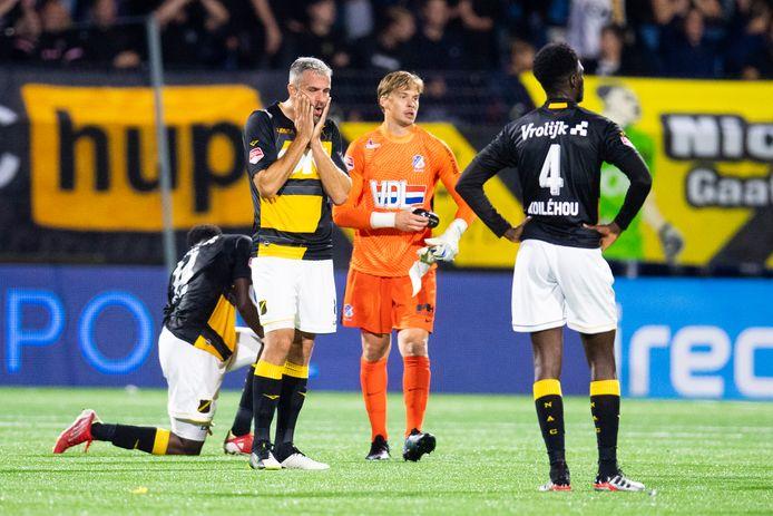 Teleurstelling na de nederlaag in Eindhoven.