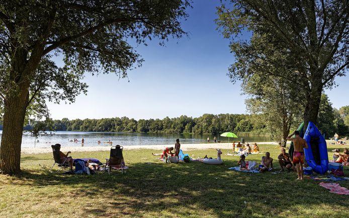 Het Dungens Gat (Meerse Plas) trekt in de zomer veel zwemmers.
