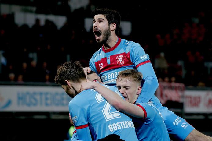 Nacho, Jari Oosterwijk en Matthew Smith vieren de overwinning van FC Twente op Sparta.