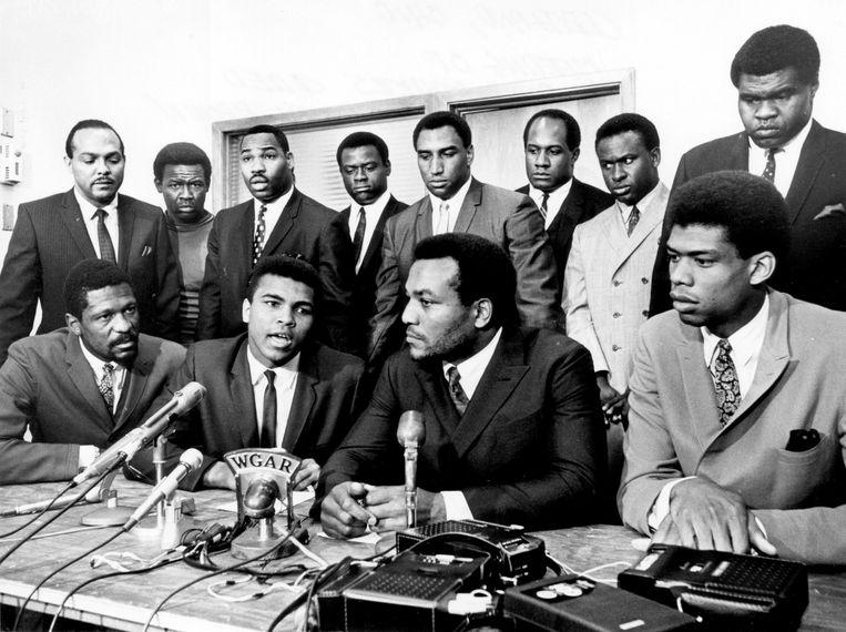 4 juni 1967: zwarte topsporters steunen Ali in zijn weigering om te gaan vechten in Vietnam. Beeld NFL