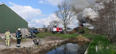 Brand bij schuur in Woudenberg, vrees voor overslaan vuur