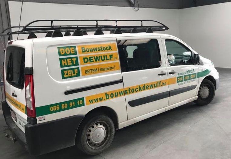 De gestolen bestelwagen van Bouwstock Dewulf staat weer aan het bedrijf.