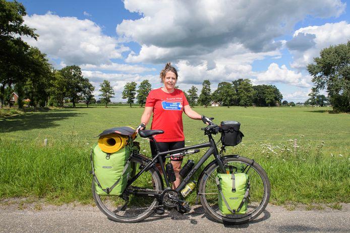 Marga Wispels is klaar voor haar uitdaging. Ze fietst in haar eentje naar Spanje om geld in te zamelen voor KWF Kankerbestrijding.
