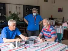 Kapot strijkijzer? Ze zitten er na ruim een jaar weer klaar voor bij het repaircafé in Zierikzee