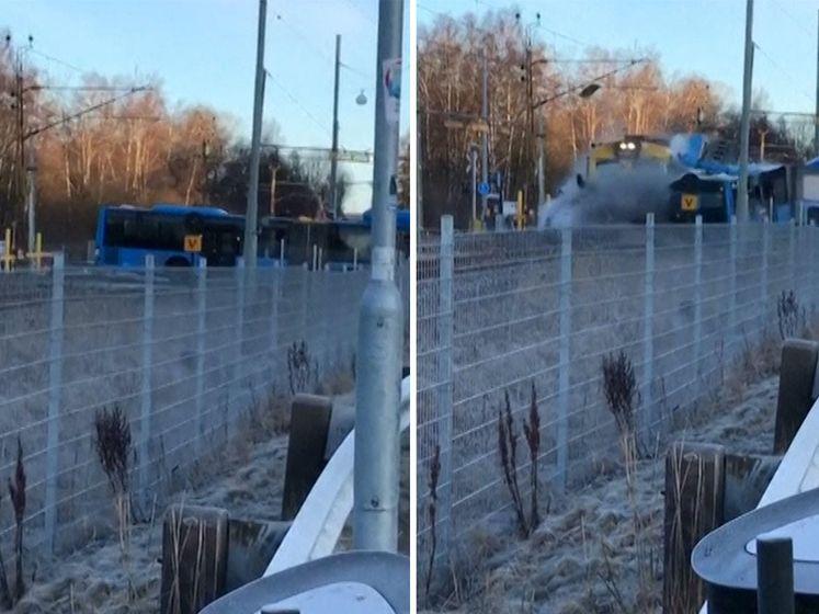 Trein ramt bus in Göteborg, drie personen gewond