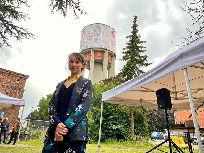 Kunstenares Anyuta Wiazemsky Snauwaert bij de Watertoren