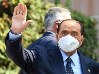 Berlusconi nacht in ziekenhuis na val