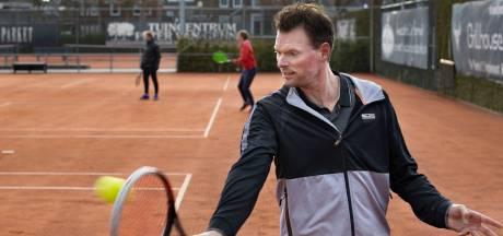 Tennis in coronatijd: icoon Sjeng Schalken duikt plots op in Helmond