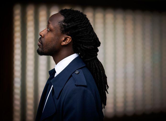 Akwasi is een van de oprichters van Omroep Zwart.