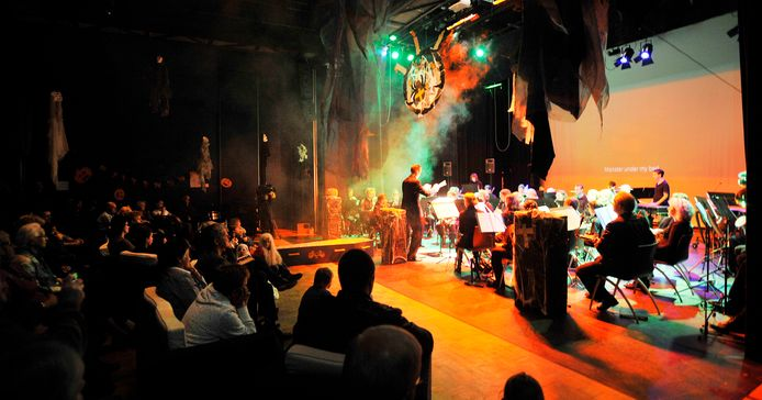 De theaterprogrammering in Tiliander voorziet vooral in de lokale behoefte. In 2010 bracht Het Oisterwijks Orkest een Halloweenconcert op de planken.