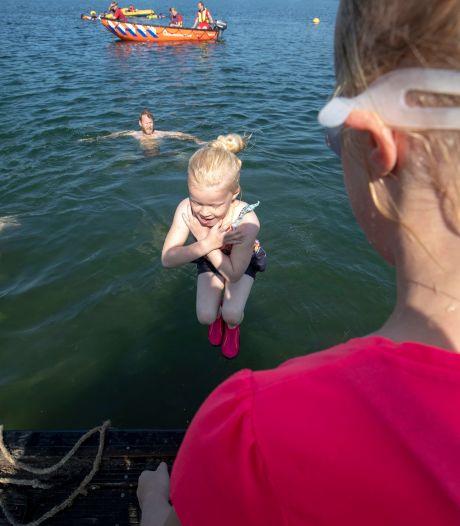 Zwemmen in open water is nog best een kunst: kinderen leren hoe het moet