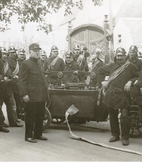 Dit is hoe de helden van de Amersfoortse brandweer er 100 jaar geleden bijliepen