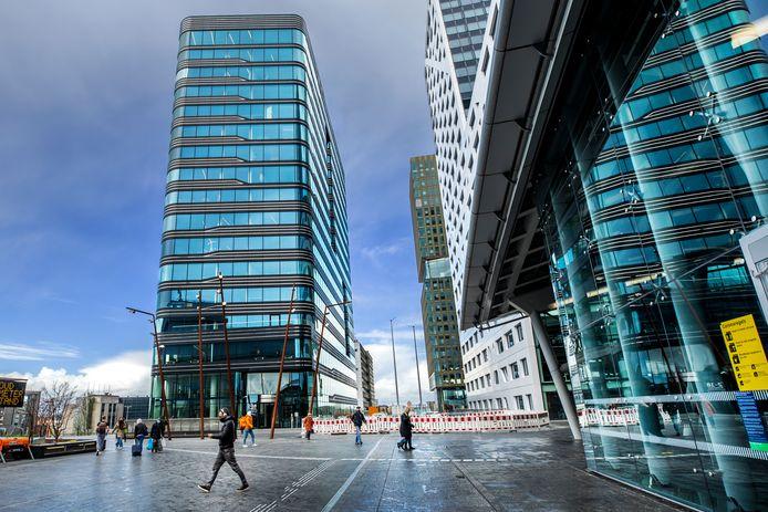 Het Stadsplateau in Utrecht, met links het WTC.