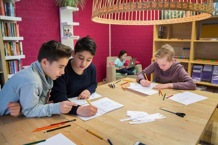 Leerlingen op een Montessori-school in Pijnacker.  Beeld Werry Crone