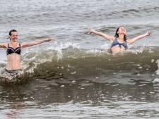 Veel mensen zweren bij een ochtendduik in de zee: 'Of ik er zin in heb? Allesbehalve, maar ik ga'