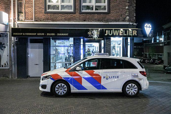 Politie bij de juwelier. Archieffoto.