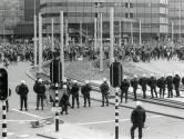 De paus kwam in 1985 naar Utrecht: rellen in de hele stad en de politie schoot op demonstranten
