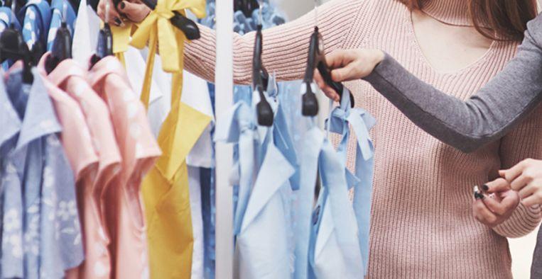 Deze 4 spijkerbroekentrends ga je veel zien deze lente