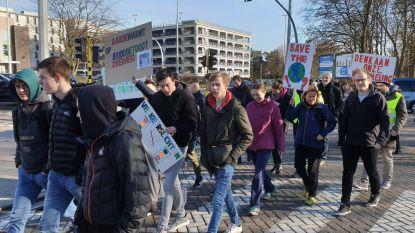 """Scholieren SHT houden klimaatmars: """"We willen fietsen, maar schoolomgeving is onveilig"""""""