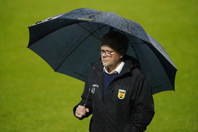 Trainer Henk de Jong kan ook volgend seizoen beschikken over aanvoerder Schouten.