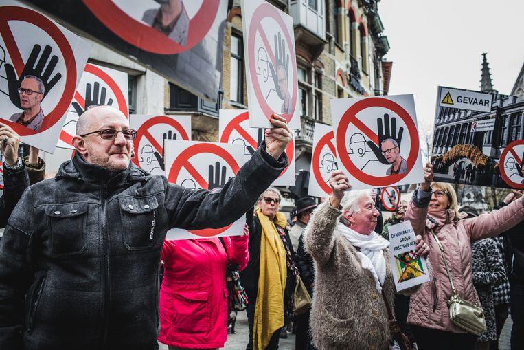De manifestanten verzamelden voor het stadhuis op de Botermarkt.