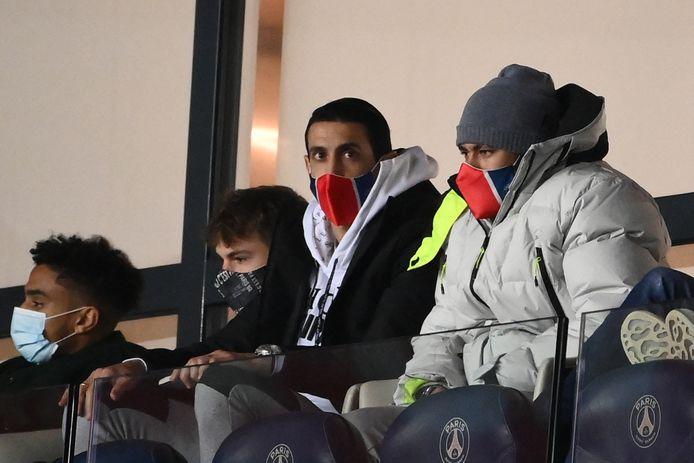 Di Maria en Neymar keken tegen Monaco noodgedwongen toe vanuit de tribune.