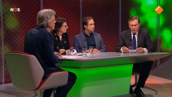 27 februari 2020: Minister Bruno Bruins leest live op televisie het inmiddels beroemde briefje voor: er was een coronabesmetting vastgesteld in Nederland.