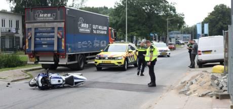 Motorrijder botst tegen bestelbus in Arhem: bestuurder gewond naar ziekenhuis