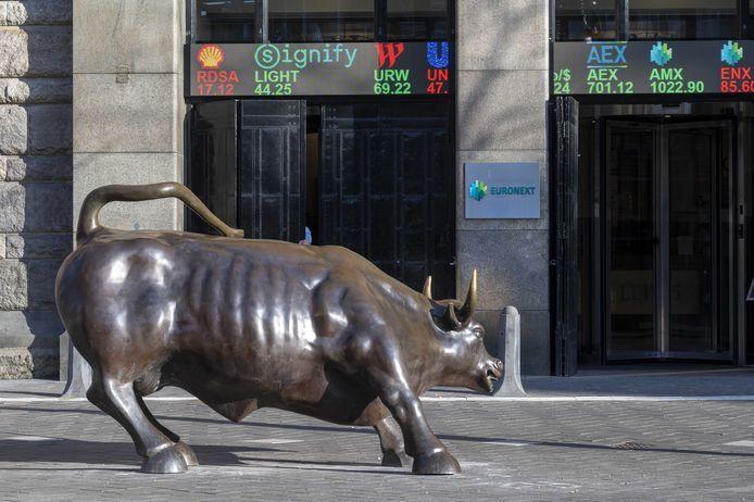 De AEX-index op de Amsterdamse beurs is voor het eerst in de geschiedenis boven de 800 punten gestegen.